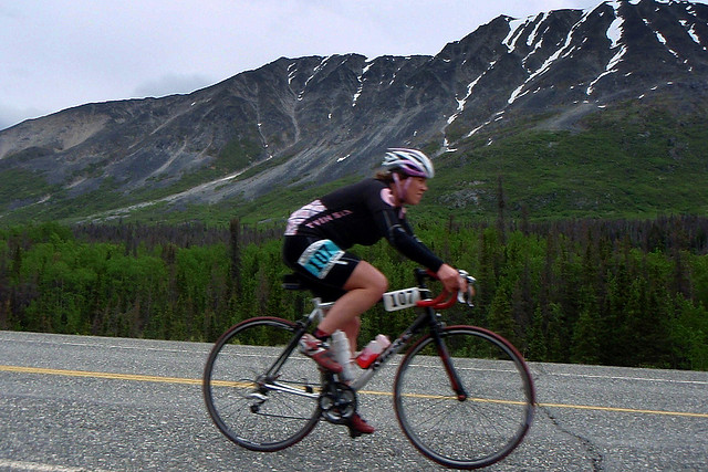 A cyclist on the Kluane Chilkat course in 2008. (Anthony DeLorenzo/Flickr)