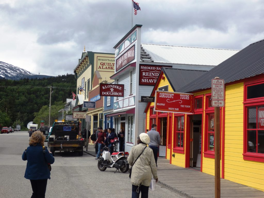 Cruise ship visitors browse Skagway shops on a May afternoon. (Emily Files)