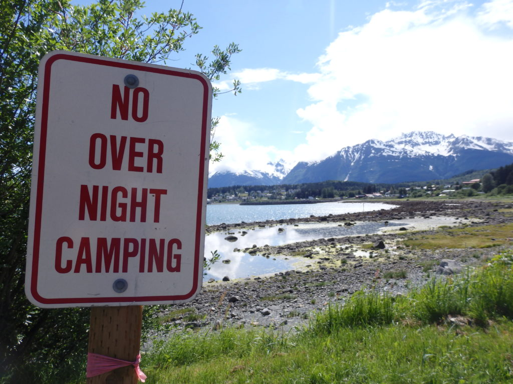 A sign warning against overnight camping is posted at the first Picture Point pull-out. (Emily Files)