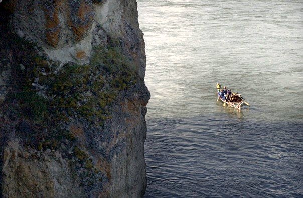 A voyager team makes its way down the Yukon River during the Yukon River Quest. (Jillian Rogers)