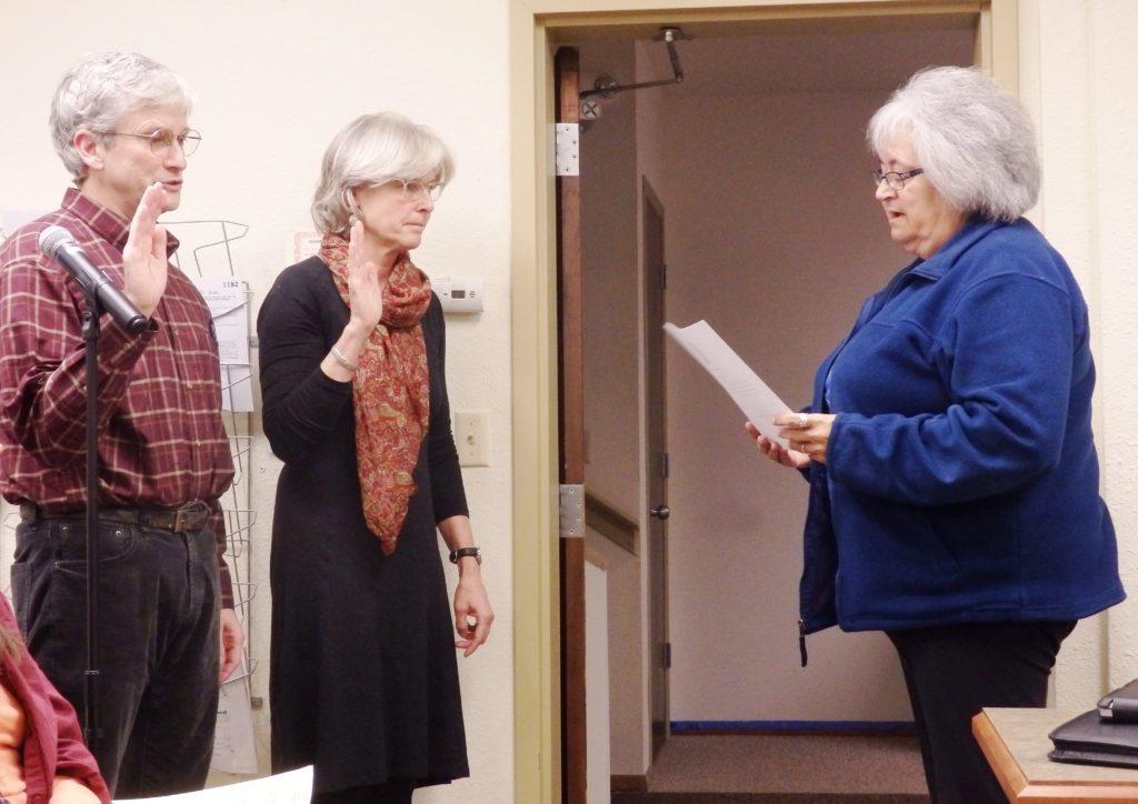 Mayor Jan Hill swears in assembly members Tom Morphet and Heather Lende. (Emily Files)