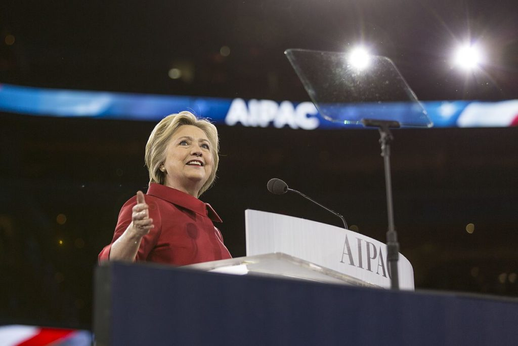 Hillary Clinton speaking at the AIPAC Policy Conference in Washington DC 2016 (Lorie Shaull, Wikimedia Commons)