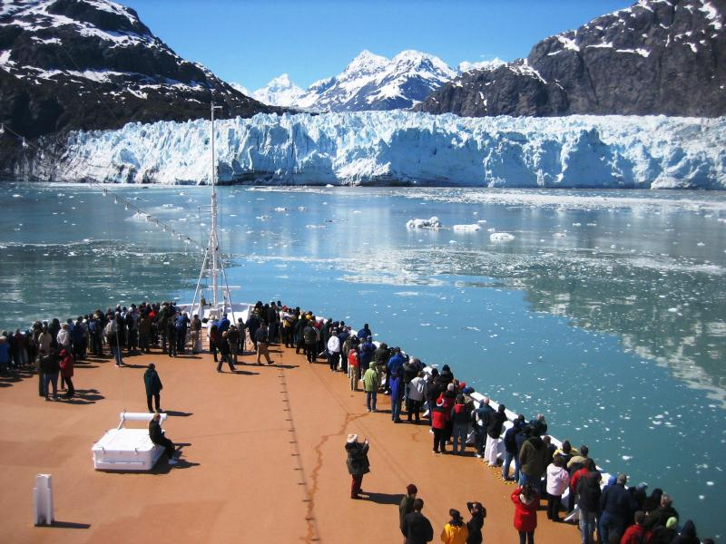 Cruise ship approaches Margerie Glacier in Glacier Bay National Park. (NPS)